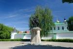 Памятник Борису и Глебу возле борисоглебовского монастыря
